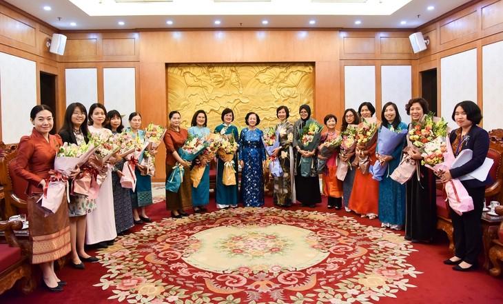 Thúc đẩy hoạt động của Nhóm Phụ nữ cộng đồng ASEAN - ảnh 1