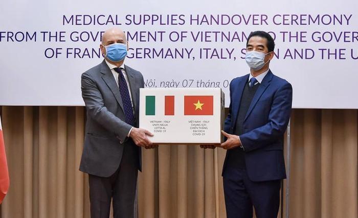 Đại sứ Italy: Cảm ơn Việt Nam hỗ trợ trong cuộc chiến chống đại dịch COVID-19 - ảnh 1