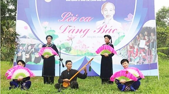 """Chương trình """"Tháng Năm nhớ Bác"""" tại Làng Văn hóa Du lịch các dân tộc Việt Nam - ảnh 1"""