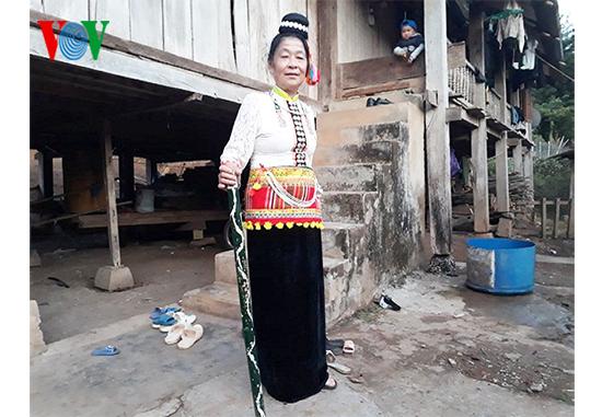 Người phụ nữ dày công gìn giữ bản sắc văn hóa dân tộc Kháng - ảnh 1