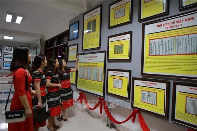 """Triển lãm lưu động """"Hoàng Sa, Trường Sa của Việt Nam - Những bằng chứng lịch sử và pháp lý"""" - ảnh 1"""