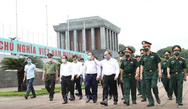 Mở cửa trở lại đón khách vào Lăng viếng Chủ tịch Hồ Chí Minh từ 15/8 - ảnh 1