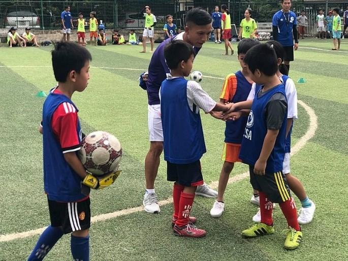 Liên minh các Câu lạc bộ Bóng đá châu Âu đào tạo trực tuyến tại Việt Nam  - ảnh 1