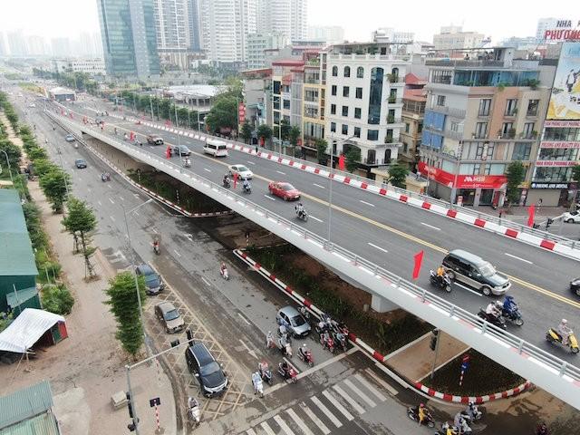 Thông xe cầu vượt nút giao đường Hoàng Quốc Việt - Nguyễn Văn Huyên - ảnh 1