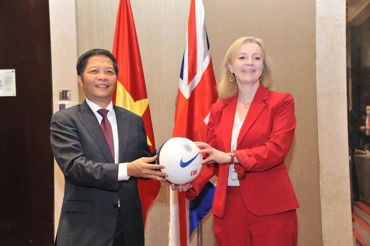 Việt Nam và Vương quốc Anh ký kết Hiệp định UKVFTA - ảnh 1
