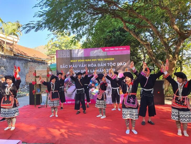 Đặc sắc điệu múa chuông người dân tộc Dao Tiền ở huyện Vân Hồ, tỉnh Sơn La - ảnh 1