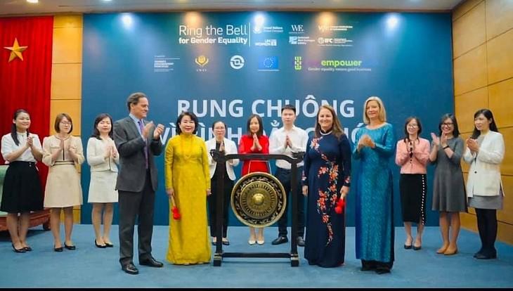 """Sở giao dịch chứng khoán Thành phố Hồ Chí Minh """"Rung chuông vì Bình đẳng giới"""" - ảnh 1"""