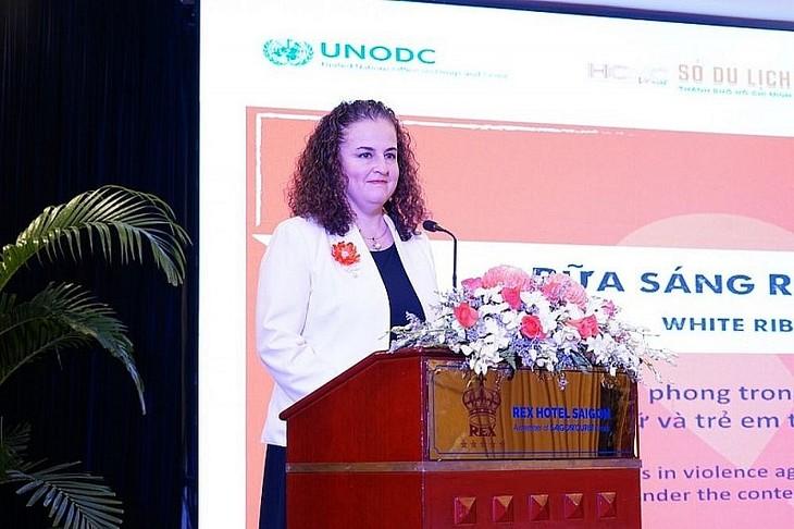 """Trưởng đại diện UN WOMEN tại Việt Nam: """"Tôi thích Áo dài nhiều như yêu mến phụ nữ Việt Nam vậy"""" - ảnh 1"""