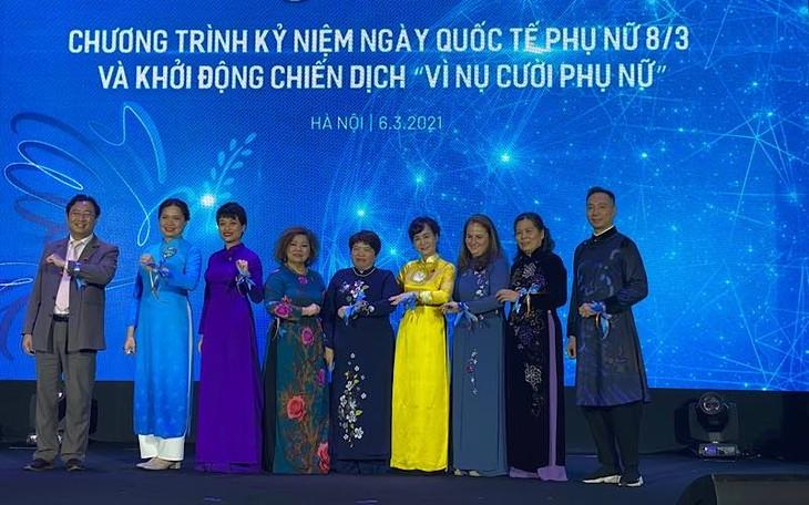 """Trưởng đại diện UN WOMEN tại Việt Nam: """"Tôi thích Áo dài nhiều như yêu mến phụ nữ Việt Nam vậy"""" - ảnh 2"""
