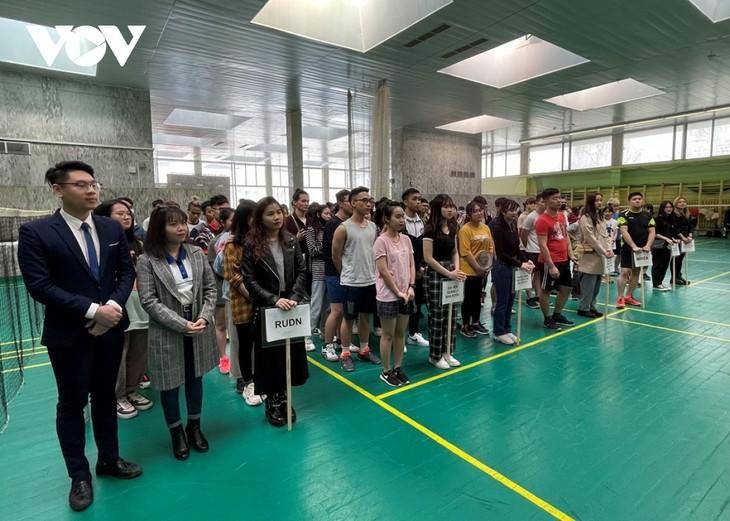 Sinh viên Việt Nam tại Nga tổ chức giải cầu lông chào mừng 90 năm thành lập Đoàn - ảnh 1