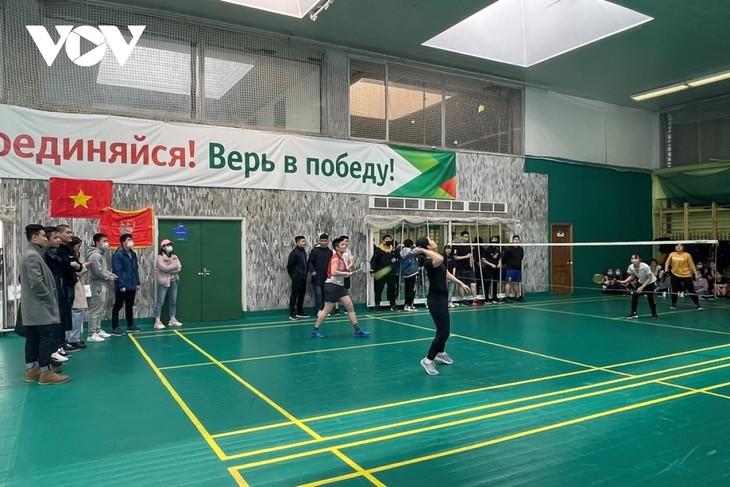 Sinh viên Việt Nam tại Nga tổ chức giải cầu lông chào mừng 90 năm thành lập Đoàn - ảnh 2