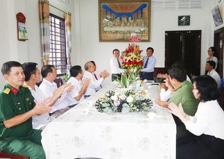 Lãnh đạo tỉnh Vĩnh Long chúc mừng Lễ Phục sinh năm 2021 - ảnh 1