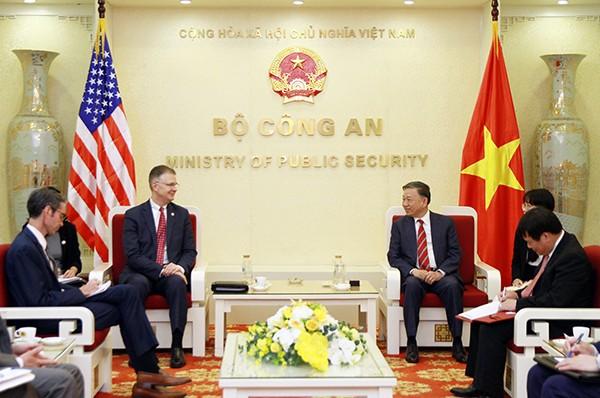 Bộ trưởng Bộ Công an Tô Lâm tiếp Đại sứ Hoa Kỳ tại Việt Nam Daniel Kritenbrink - ảnh 1