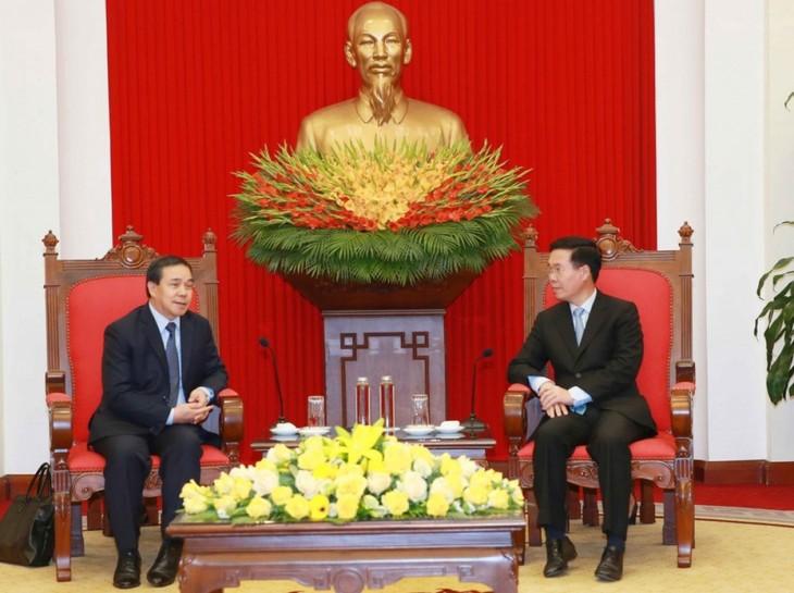 Việt Nam sẵn sàng chia sẻ, hỗ trợ Lào khắc phục khó khăn trong chống dịch COVID-19   - ảnh 1