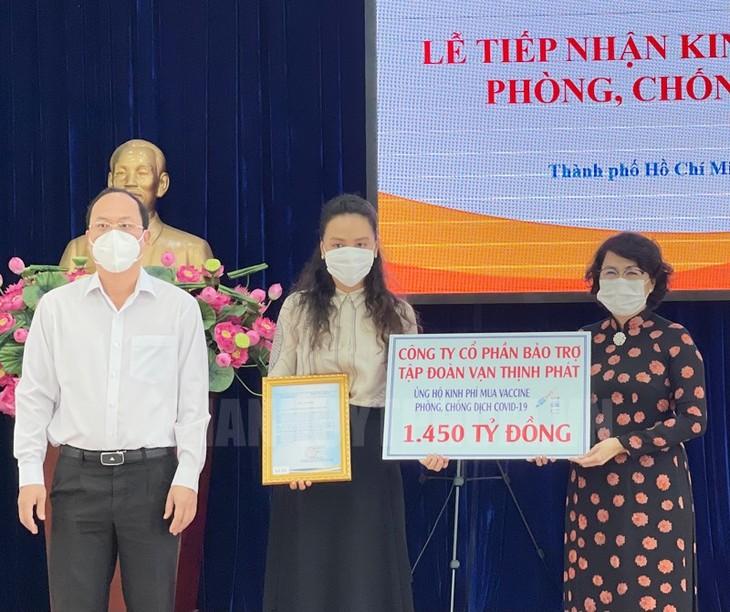 Thành phố Hồ Chí Minh: Gần 2.300 tỷ đồng đăng ký ủng hộ mua vaccine phòng dịch COVID-19 - ảnh 1