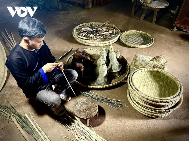 Gìn giữ nghề đan lát truyền thống của đồng bào Mông ở Yên Bái - ảnh 2