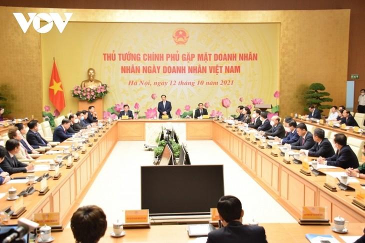 Thủ tướng Phạm Minh Chính: Doanh nghiệp cần tiếp tục đóng góp vào quá trình xây dựng đất nước - ảnh 1