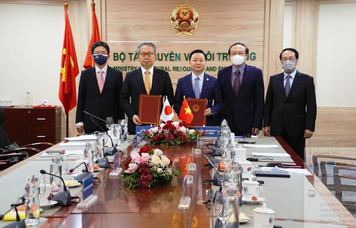 Việt Nam và Nhật Bản ký Bản ghi nhớ hợp tác về tăng trưởng carbon thấp - ảnh 1