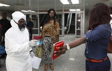 Африканский союз призвал отменить указ о запрете передвижения из-за лихорадки Эбола - ảnh 1