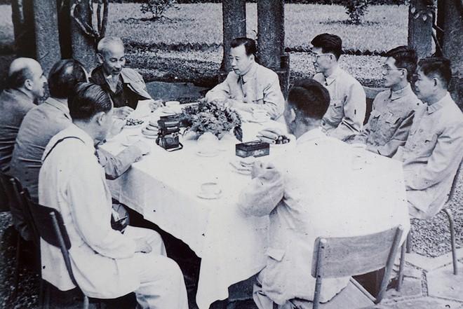 Чувство уважения зарубежных друзей к Хо Ши Мину - ảnh 1