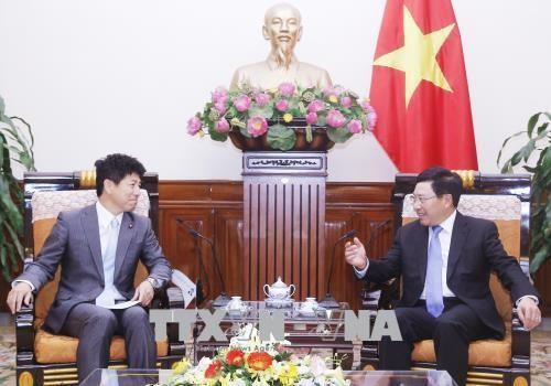Вице-премьер, глава МИД Вьетнама принял государственного министра иностранных дел Японии  - ảnh 1