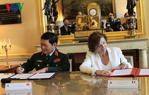 Вьетнам и Франция подписали Заявление об общем видении по оборонному сотрудничеству на 2018-2028 гг.  - ảnh 1