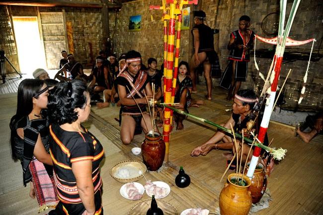 Обряд Томон ярко отражает сплочённость народности Бана - ảnh 1