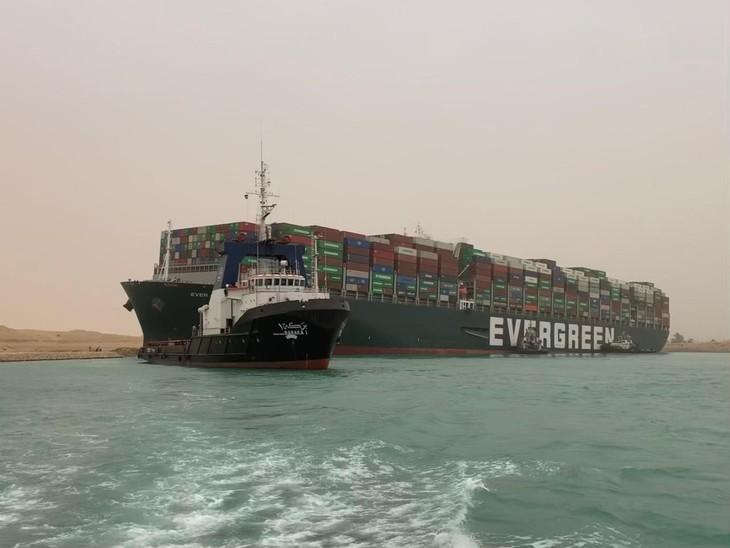 Суэцкий канал заблокирован контейнеровозом Ever Given - ảnh 1