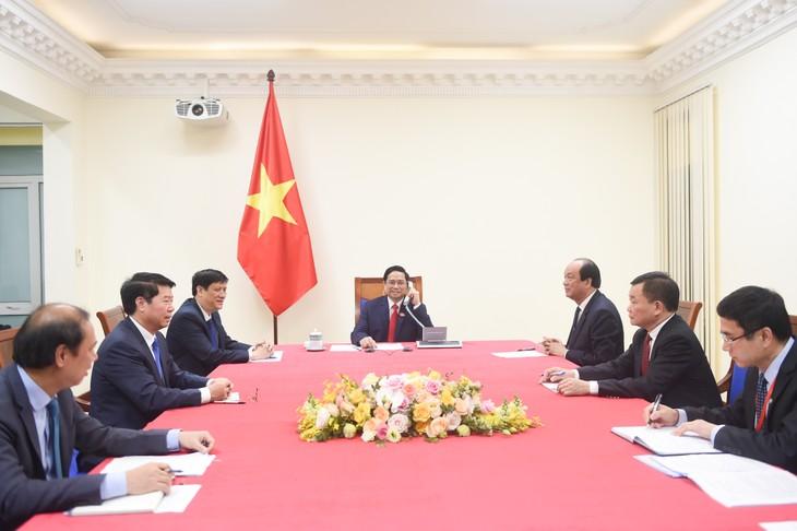 Премьер-министр Фам Минь Тинь провёл телефонные разговоры с лаосским и камбоджийским коллегами - ảnh 1