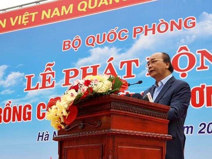 Президент Вьетнама Нгуен Суан Фук принял участие в церемонии объявления о начале акции по посадке деревьев в знак благодарности президенту Хо Ши Мину - ảnh 1