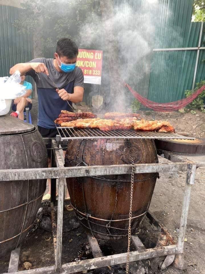 Запечённый на глиняном горшке бекон – уличное блюдо Ханоя  - ảnh 1