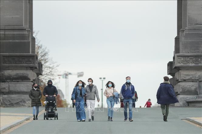 В некоторых странах Европы прошли протесты против коронавирусных ограничений - ảnh 1