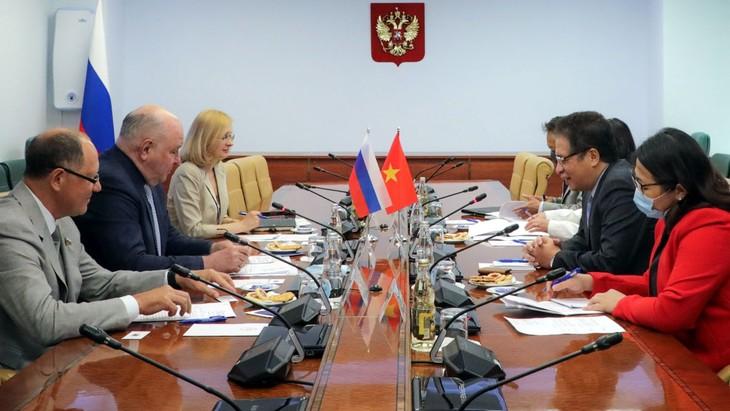 Вьетнам заинтересован в передаче технологии производства российских вакцин - ảnh 1