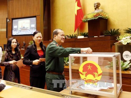 全国人民希望新总理制定服务国家和民族利益的大型计划 - ảnh 1
