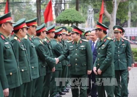 越南国防部长吴春历视察清化省 - ảnh 1
