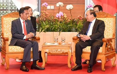 越南政府总理阮春福会见印度尼西亚总统佐科 - ảnh 1