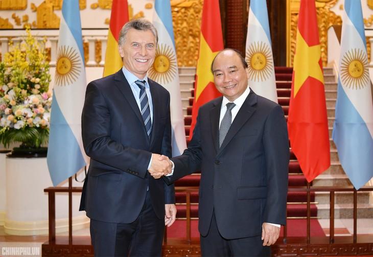 越南政府总理阮春福会见阿根廷总统马克里 - ảnh 1