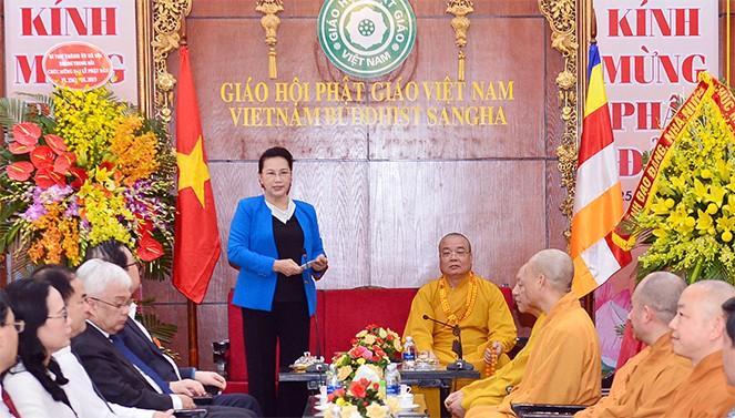 阮氏金银看望越南佛教教会中央治事委员会 - ảnh 1