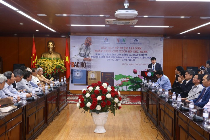 越南之声举行纪念胡志明主席诞辰129周年见面会 - ảnh 1