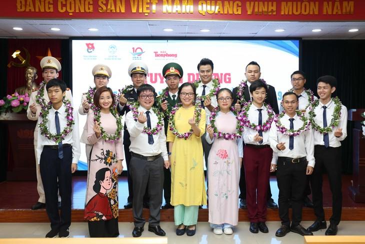 2019年越南十佳青年表彰会在河内举行 - ảnh 1