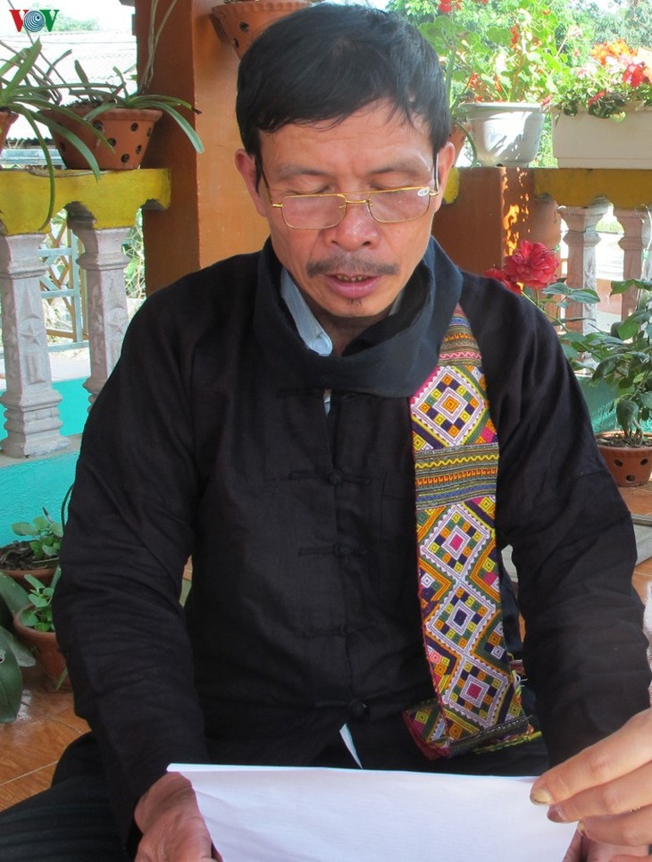 Khau cut នៅលើដំបូលផ្ទះផុតពីដីរបស់ជនជាតិ Thai ខ្មៅនៅ Muong Lo - ảnh 1