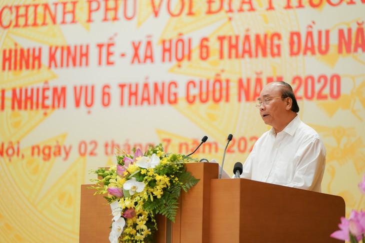 នាយករដ្ឋមន្រ្តីវៀតណាមលោក Nguyen Xuan Phuc អញ្ជើញដឹកនាំបណ្ដាដំណោះស្រាយអភិវឌ្ឍសេដ្ឋកិច្ចក្នុងរយៈពេល៦ខែចុងឆ្នាំ - ảnh 1