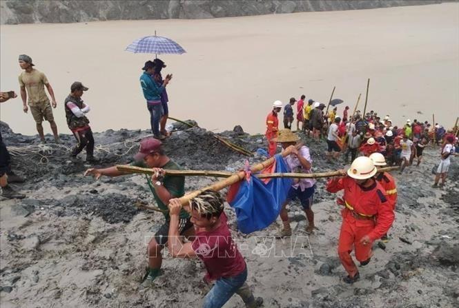 អាស៊ានចែករំលែកទុក្ខចំពោះការដួលរលំអណ្តូងរុករកត្បូងនៅរដ្ឋ Kachin - ảnh 1