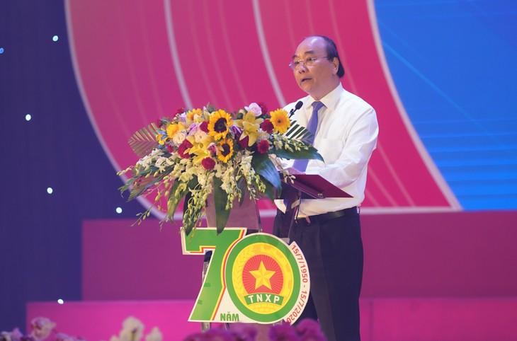 នាយករដ្ឋមន្រ្តីវៀតណាមលោក Nguyen Xuan Phuc៖ ប្រវត្តិសាស្ត្របដិវត្តន៍របស់ប្រជាជាតិកត់ត្រាសញ្ញាសម្គាល់របស់ជំនាន់យុវជនស្ម័គ្រចិត្ត - ảnh 1