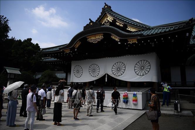 លោកនាយករដ្ឋមន្រ្តីជប៉ុនបានបញ្ជូនគ្រឿងដង្វាយទៅឧទ្ទិសបួងសួងនៅប្រាសាទយ៉ាស៊ូគូនី (Yasukuni) - ảnh 1