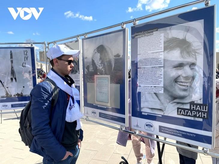 ប្រទេសរុស្ស៊ីរំលឹកខួបគម្រប់ ៦០ ឆ្នាំនៃជើងហោះហើរឡើងទៅកាន់ចក្រវាឡរបស់ អវកាសយានិក Yuri Gagarin - ảnh 1