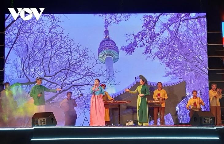 """ពិធីបិទបញ្ចប់ """"ទិវាវប្បធម៌កូរ៉េខាងត្បូងនៅខេត្ត Quang Nam - ទីក្រុង Hoi An ឆ្នាំ ២០២១"""" - ảnh 1"""