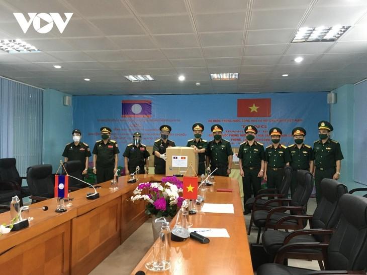 Việt Nam cử chuyên gia và hỗ trợ vật tư y tế giúp Bộ Quốc phòng Lào chống dịch - ảnh 1