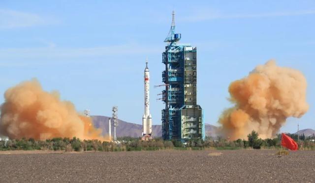 ចិនបាញ់បង្ហោះយានអវកាស Shenzhou-12 ប្រកបដោយជោគជ័យ - ảnh 1