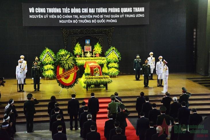 ពិធីបុណ្យសពលោកនាយឧត្តមសេនីយ៍ Phung Quang Thanh អតីតរដ្ឋមន្ត្រីក្រសួងការពារជាតិវៀតណាមបានរៀបចំឡើងយ៉ាងមហោឡារិក - ảnh 1